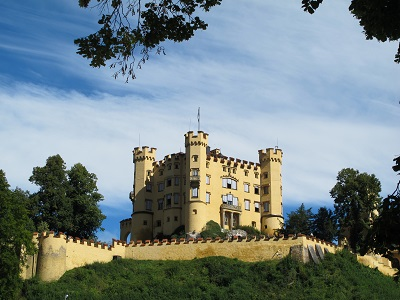 Agree Escorted europe castle tours
